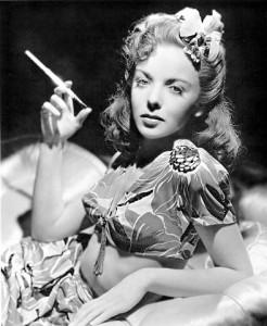 Femme fatale film fume-cigarette