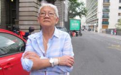 Une fumeuse de 70 ans au cœur d'un petit scandale