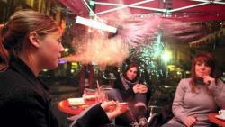 Fumer en terrasses : qui veut relancer le harcèlement ?
